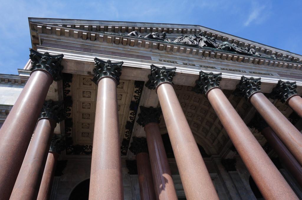Исаакиевский собор колонны. Вид снизу