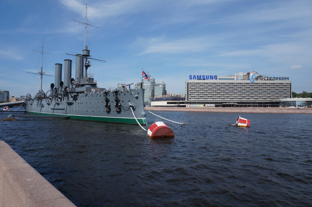 Крейсер Аврора летом фото